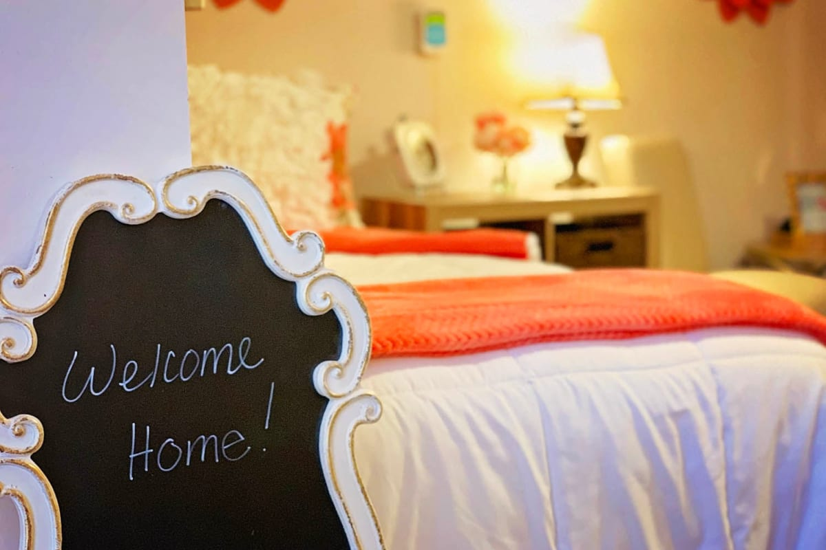 A welcome home sign in an apartment bedroom at Farmington Square Salem in Salem, Oregon