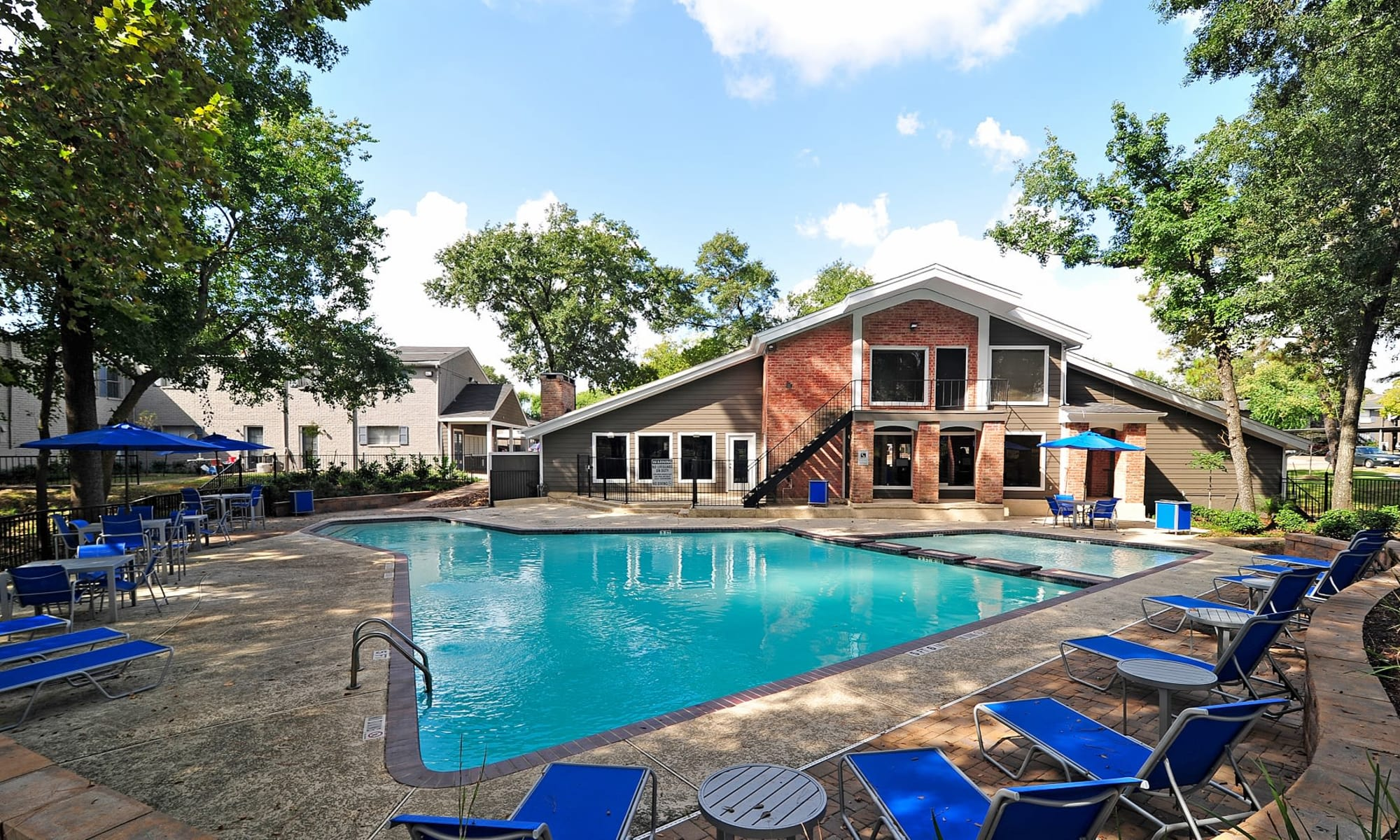 Bayou Parc at Oak Forest apartments in Houston, Texas