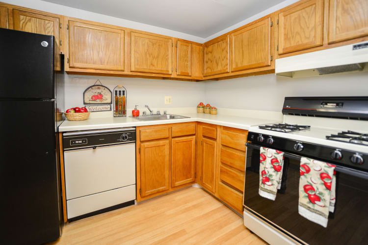 The Preserve at Owings Crossing Apartment Homes offers a modern kitchen in Reisterstown, Maryland