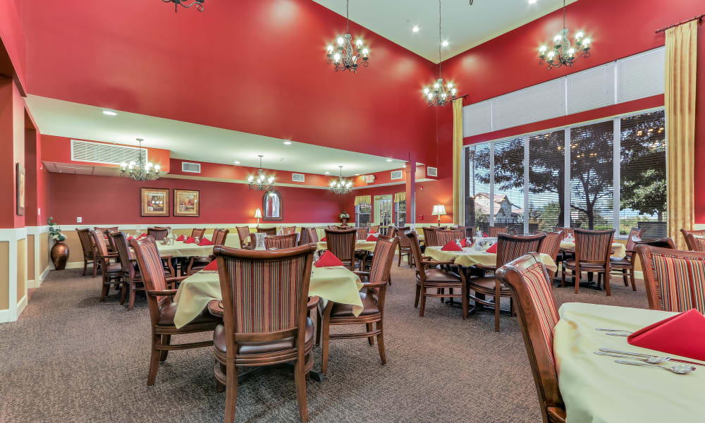 Enjoy your dinner at Keystone Place at Legacy Ridge's dining room in Westminster, Colorado