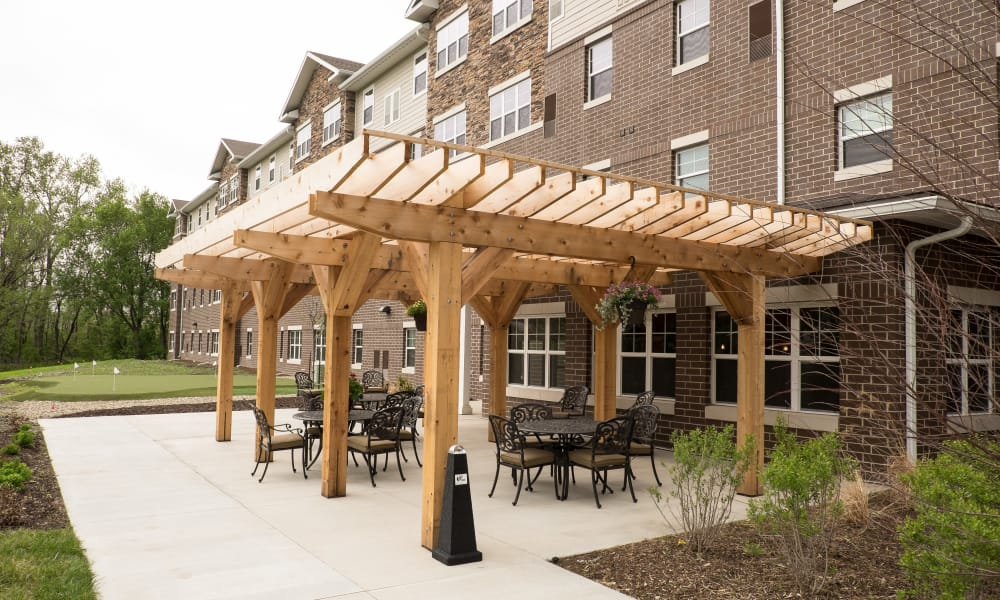 Outdoor seating area  at The Gardens at Jackson Creek in Independence