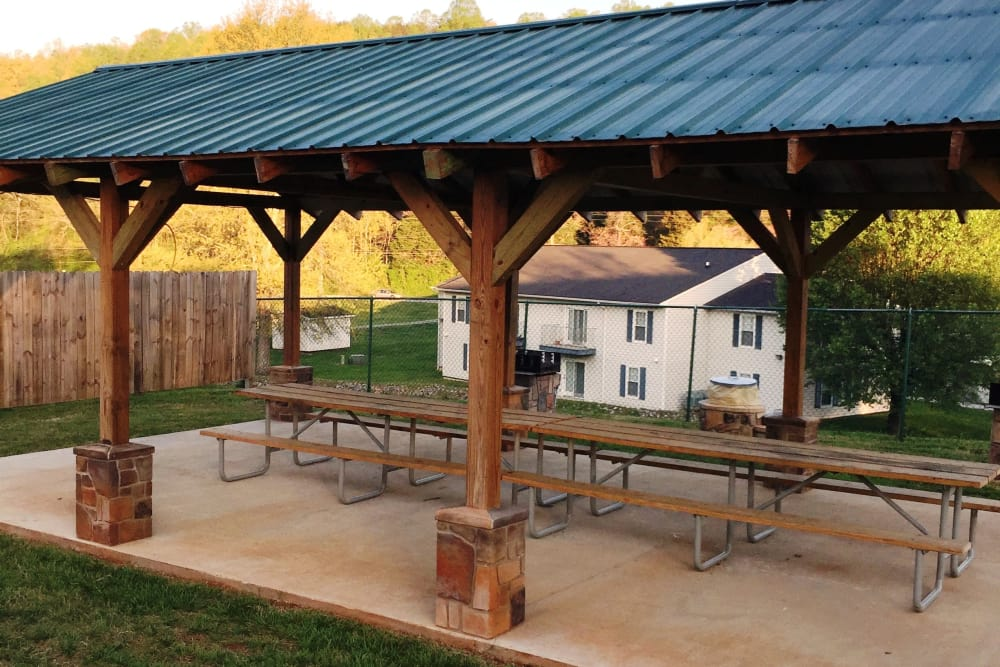 Picnic area at Willow Run in Clinton, Tennessee