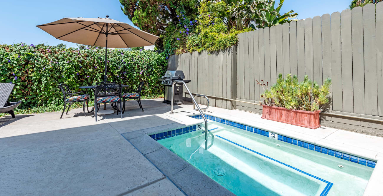 Outdoor spa with seating at Vista Pointe I in Studio City, California
