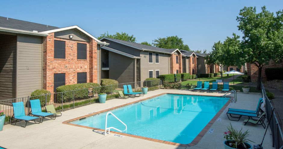Beautiful swimming pool at Promenade at Valley Creek in Irving, TX
