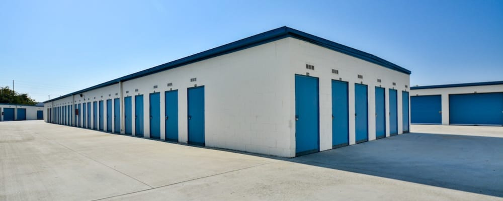 Outside storage units with wide driveways in Gardena