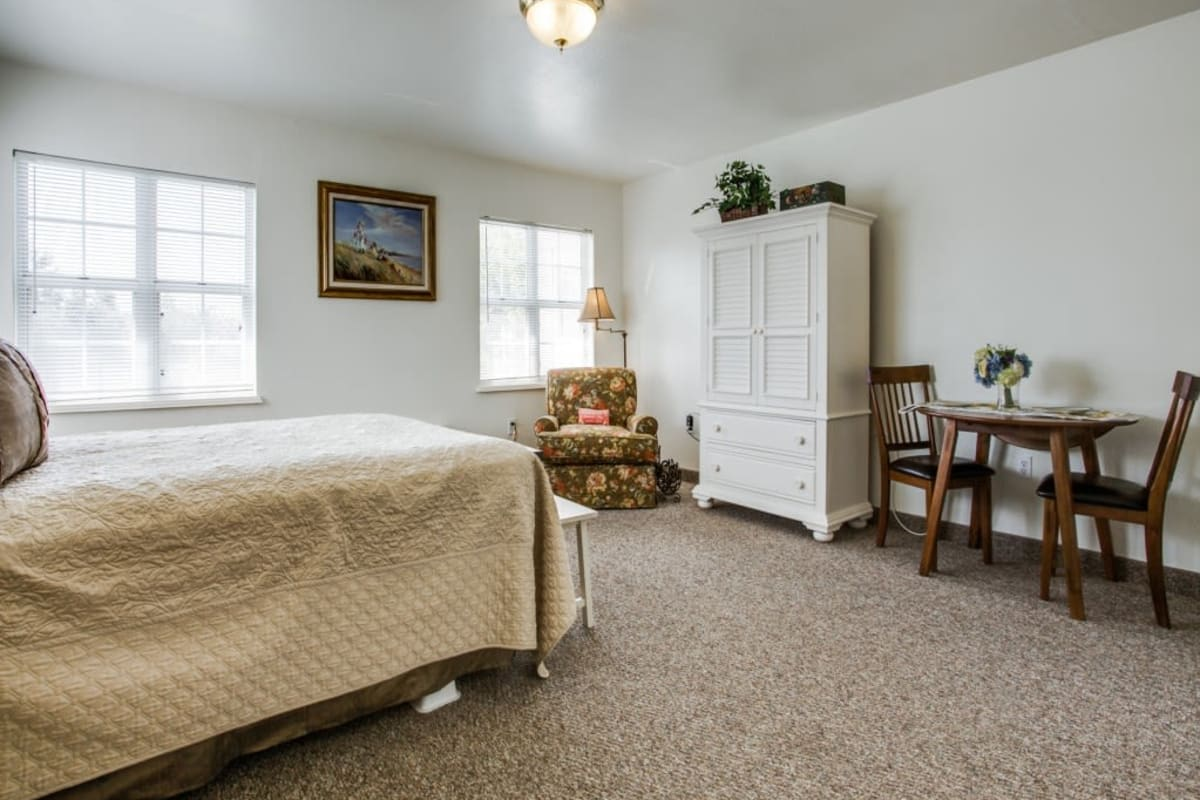 Studio apartment home at Parsons House Preston Hollow in Dallas, Texas