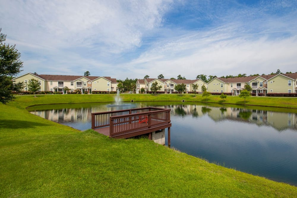 Serene pond at Panther Effingham Parc Apartments in Rincon, Georgia