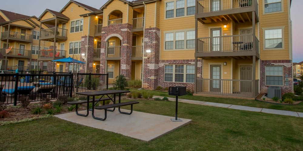 Outdoor lounge area at Mission Point Apartments in Moore, Oklahoma