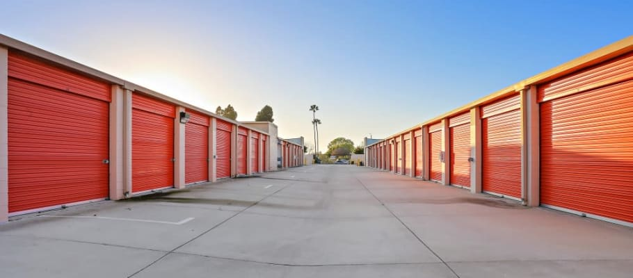 Convenient, outside storage units in Huntington Beach