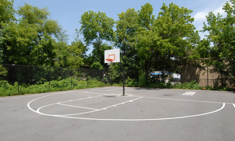 A sweet basketball court at Northwest Crossing Apartment Homes.