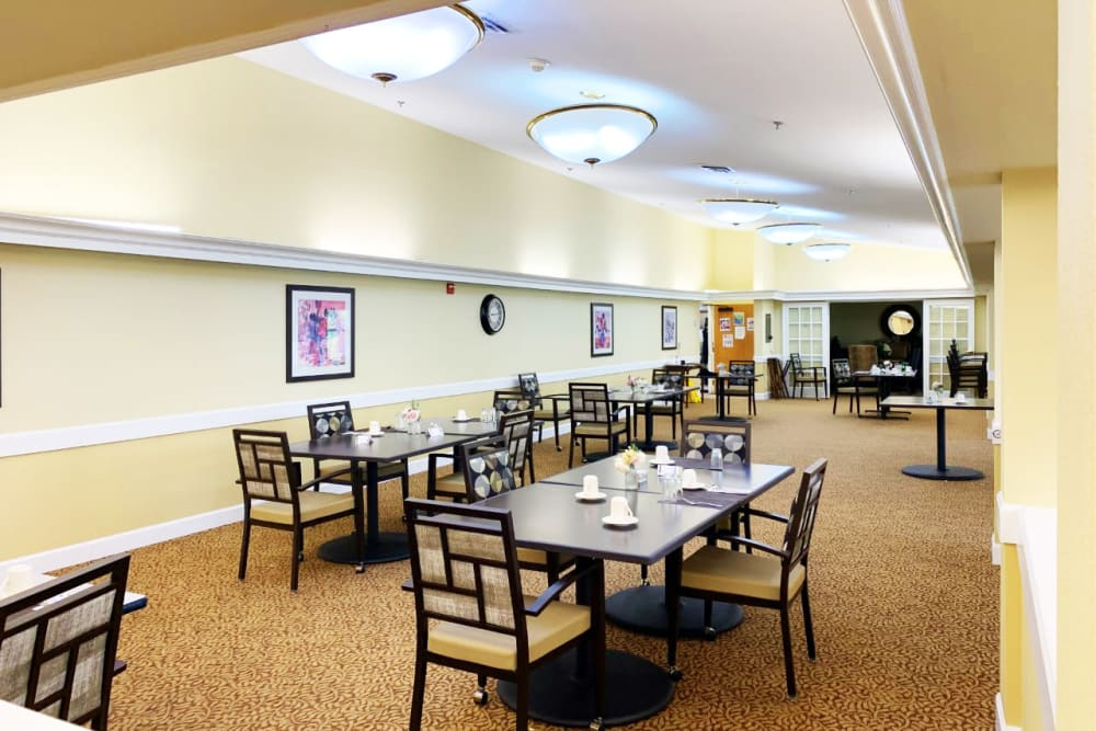 A dining room at Lassen House Senior Living in Red Bluff, California