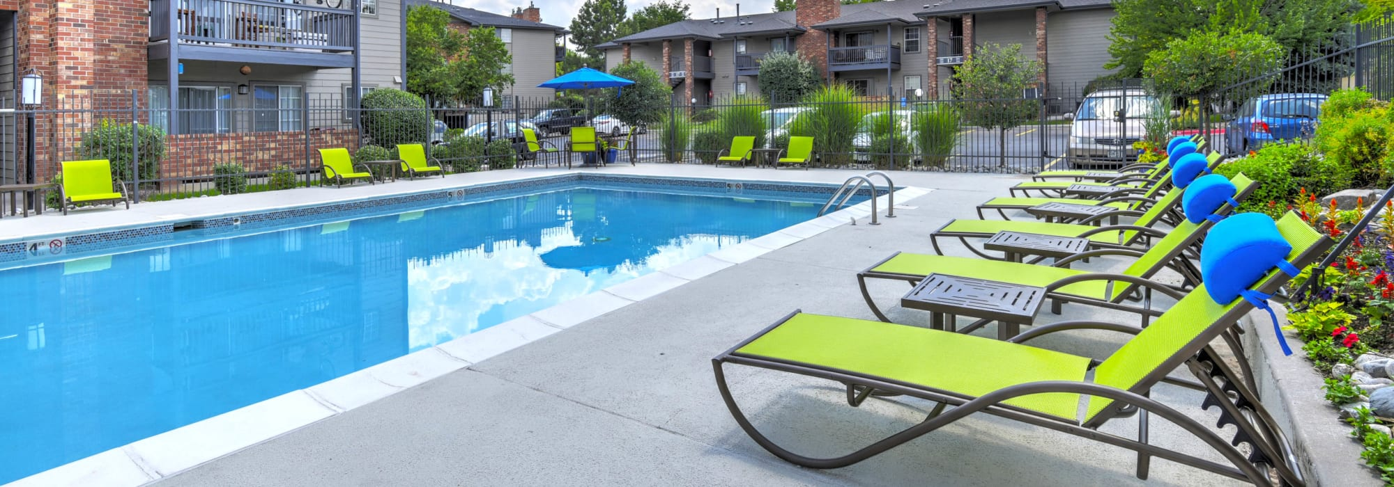 Pet friendly living at Arapahoe Club Apartments in Denver, Colorado