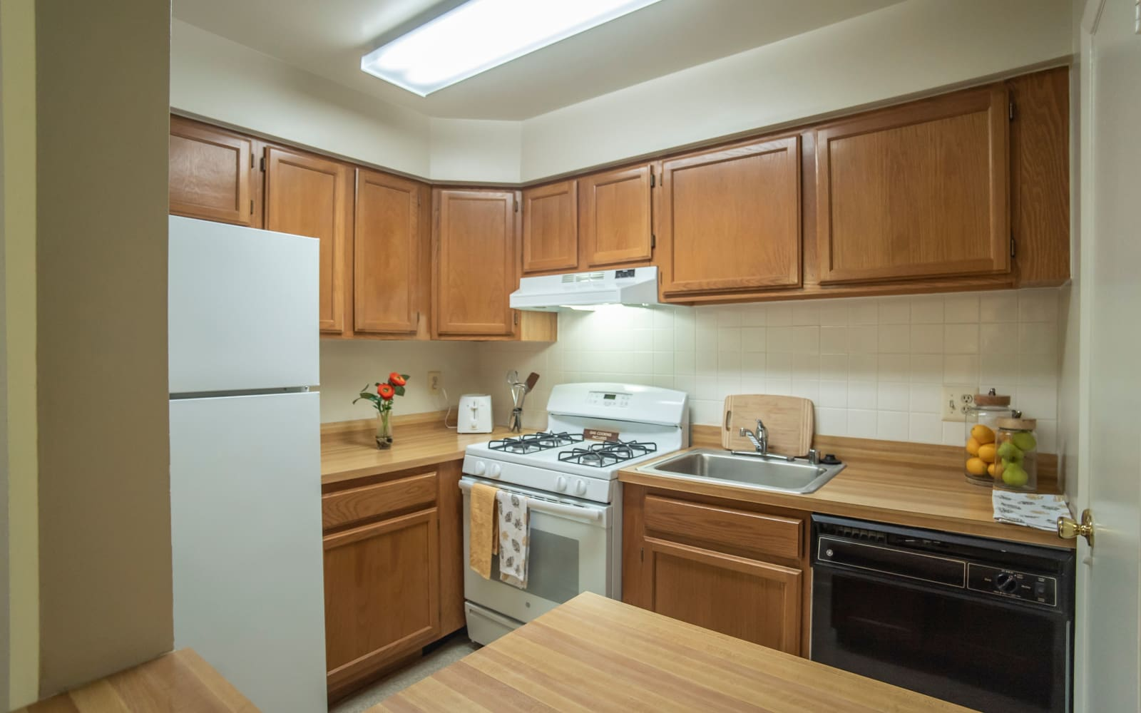 Apartment kitchen with plenty of storage space at Hunt Club Apartments in Cockeysville, Maryland