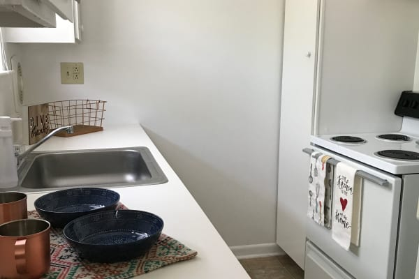 kitchen at Bradford Commons Apartments