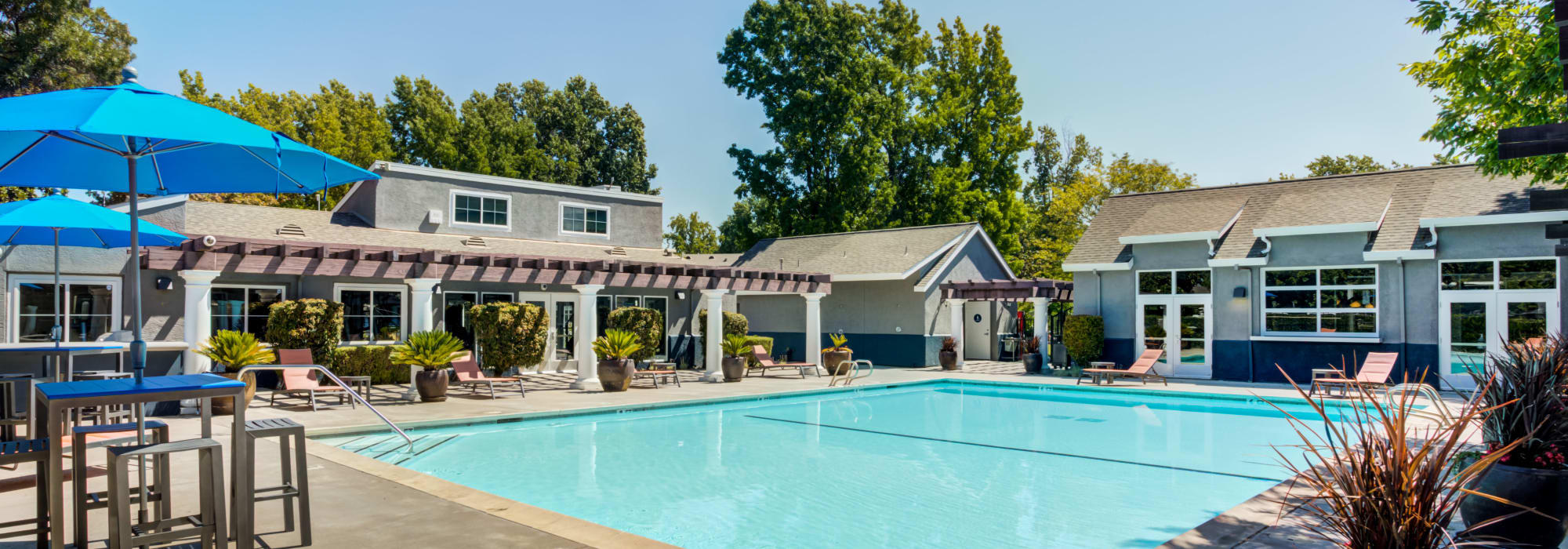 Apply to The Woodlands Apartments in Sacramento, California