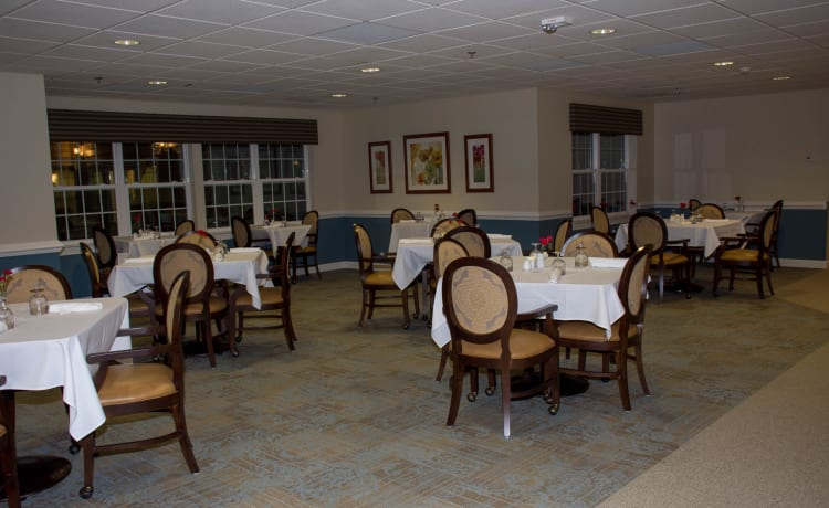 Community dining room at Heritage Green Assisted Living in Mechanicsville, Virginia