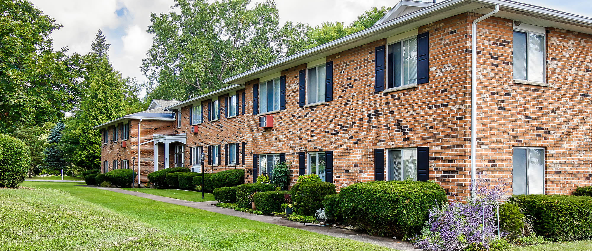 Apartments at Knollwood Manor Apartments in Fairport, New York
