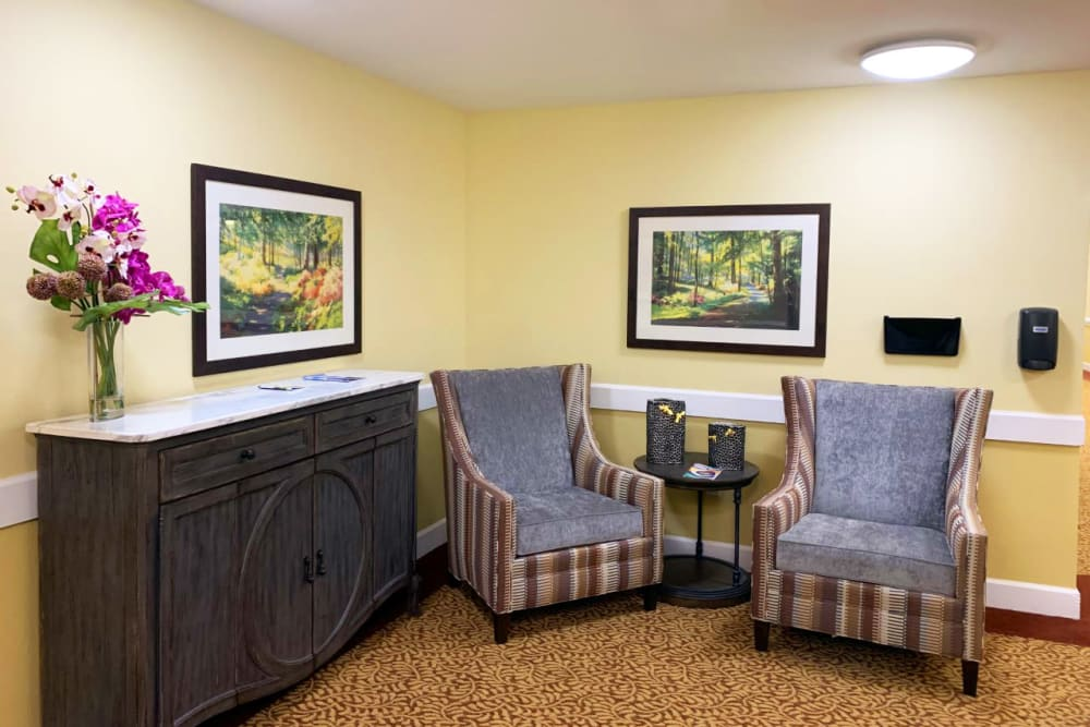 Let's sit and chat at Lassen House Senior Living in Red Bluff, California