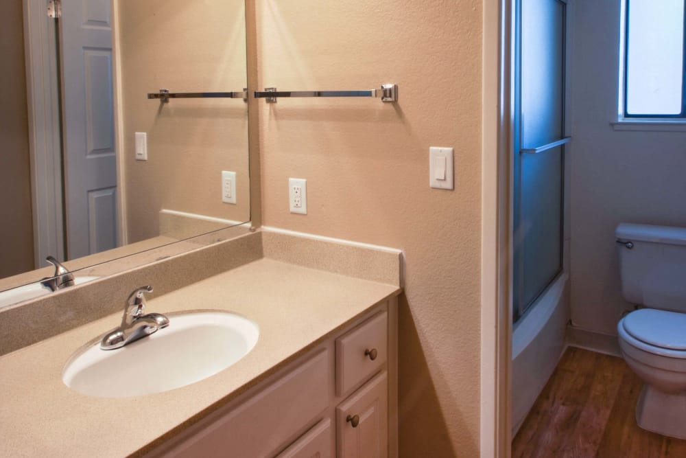 Model bathroom at Hidden Lake Condominium Rentals in Sacramento, California