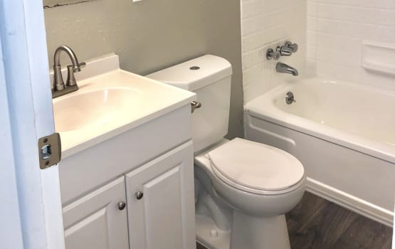 Eagle Crest Apartments in Lakewood, Colorado offers a bathroom