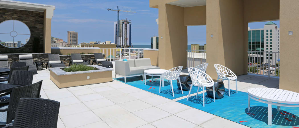 Rooftop resident lounge at Aqua on 25th in Virginia Beach, VA