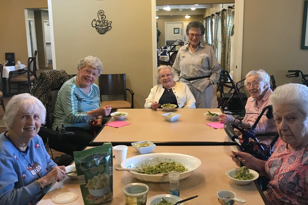 Residents enjoying a meal together at The Lakes at Banning in Banning, California.