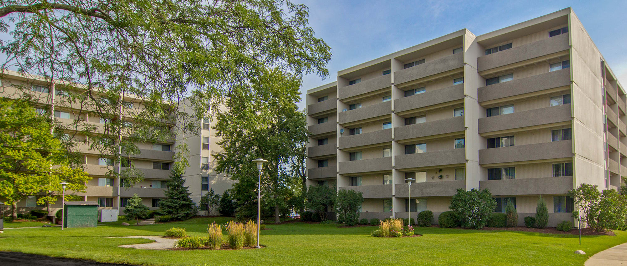 Apartments at Park Towers Apartments in Richton Park, Illinois