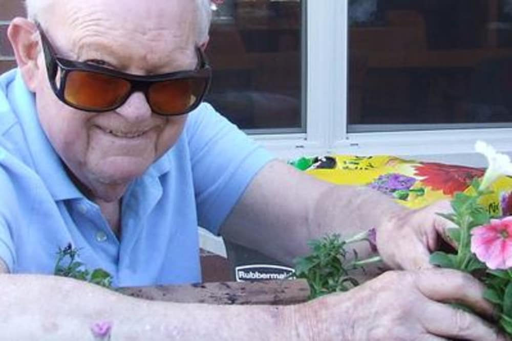 Life enrichment activities at Azpira Place of Lake Zurich in Lake Zurich, IL