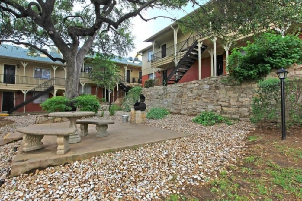 Picnic area at Bridge at Terracina in Austin, Texas