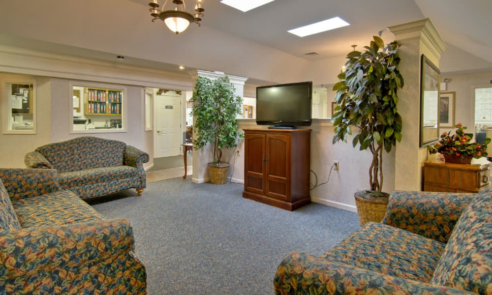 Lounge with a TV at Highland Crest Senior Living in Kirksville, Missouri