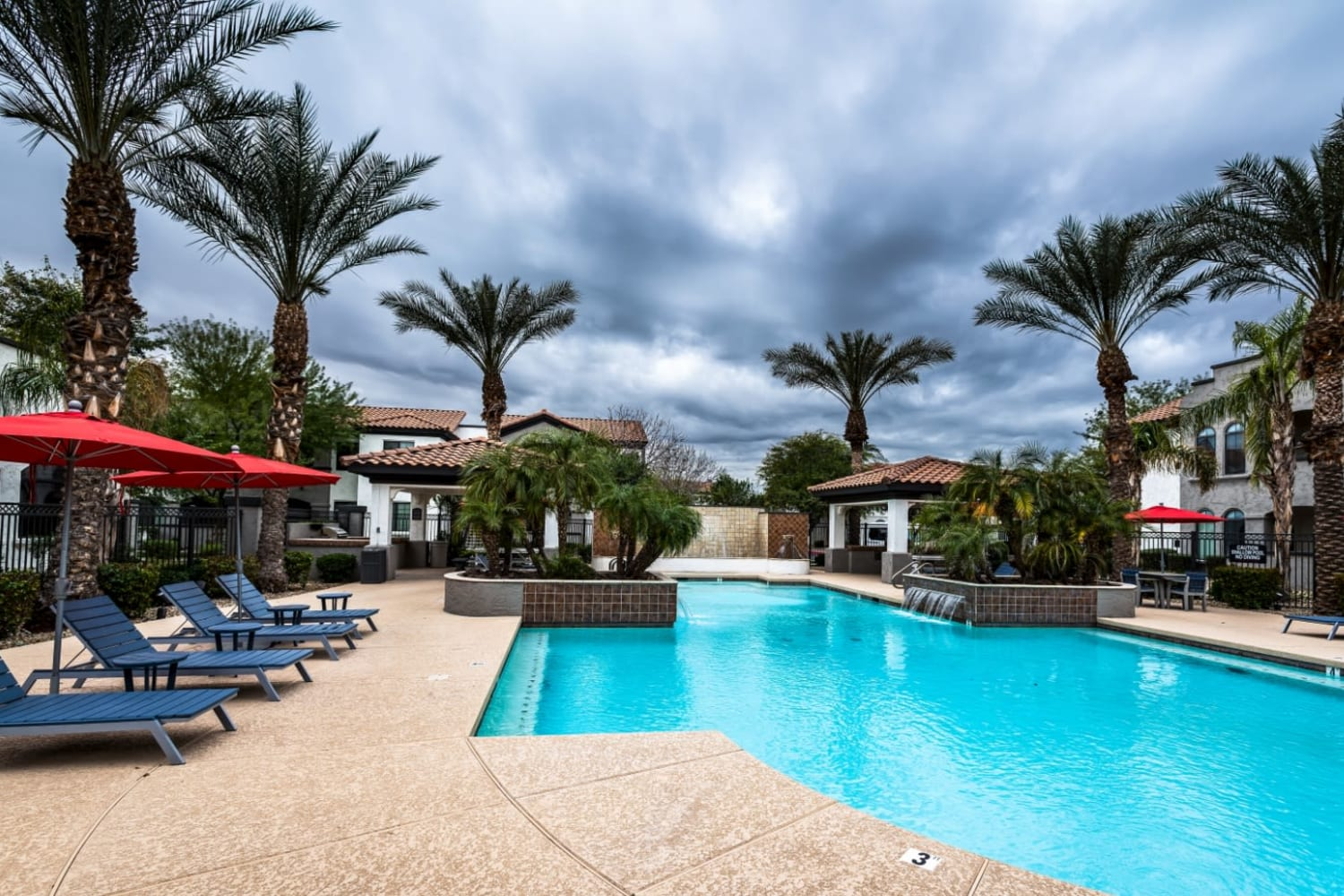 Dobson 2222 in Chandler, Arizona, offers a swimming pool