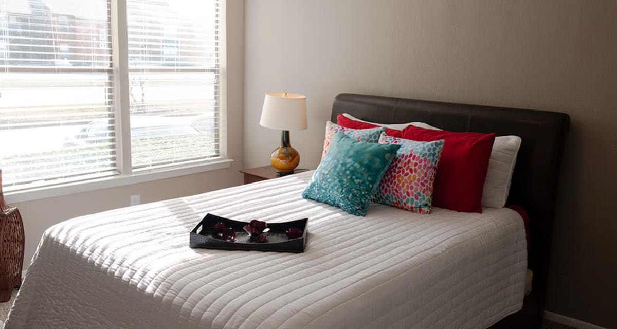 Large bedrooms at Greentree Apartments in Carrollton, Texas