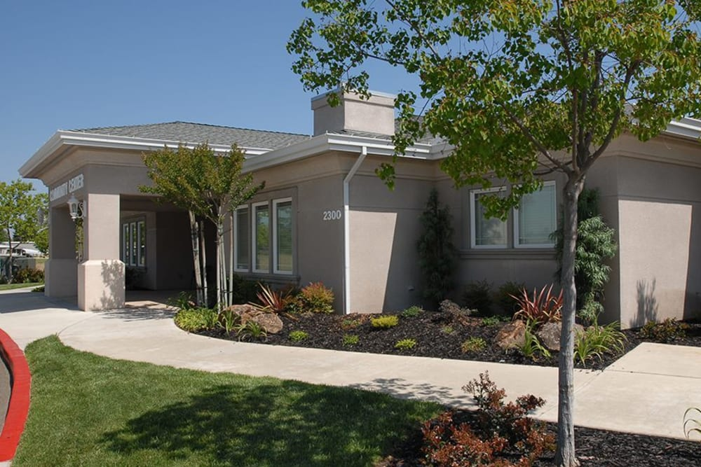 Well Landscaped Yards At The Senior Living in Atwater