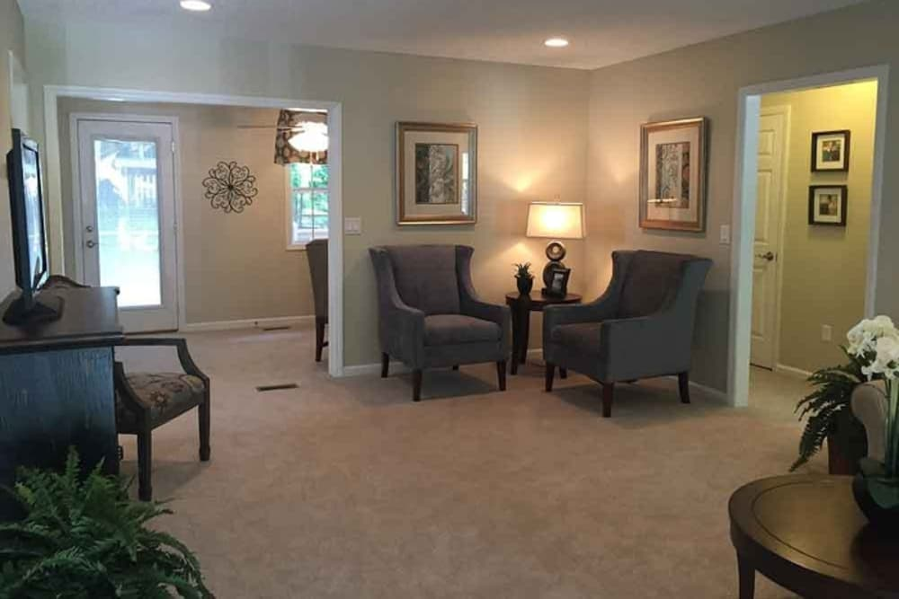 Sitting area at Pacifica Senior Living Heritage Hills in Hendersonville, NC