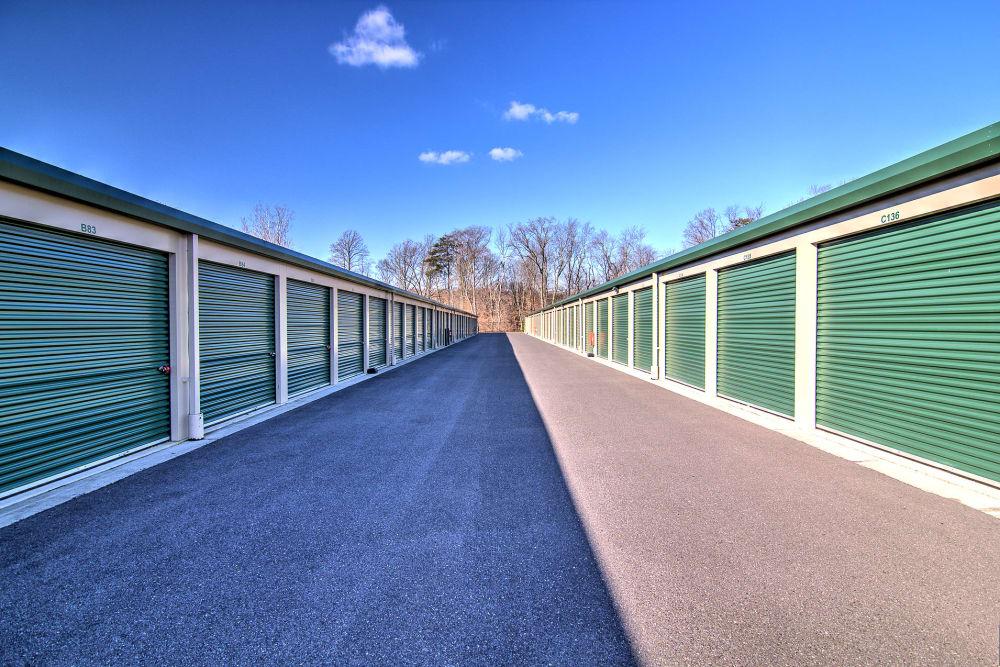 Wide driveways at Laurel Self Storage in Lindenwold, NJ