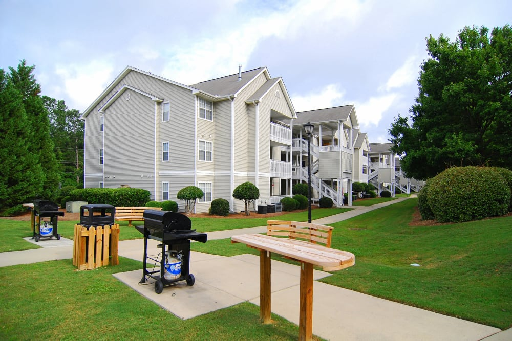 Picnic and Grilling area at Huntington Place Apartments in Columbia, SC