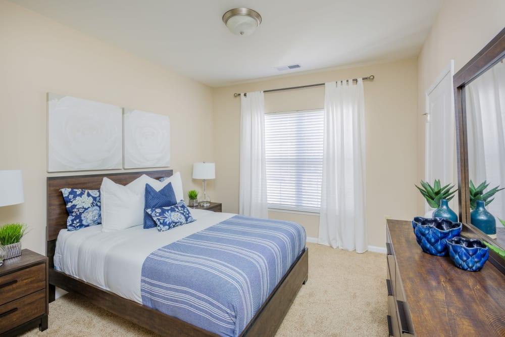 Arbor Village offers a modern bedroom in Summerville, South Carolina