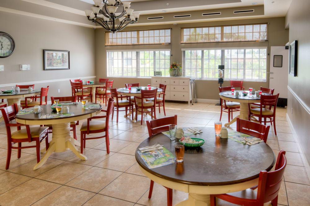 Resident dining room at Inspired Living at Hidden Lakes in Bradenton, Florida.