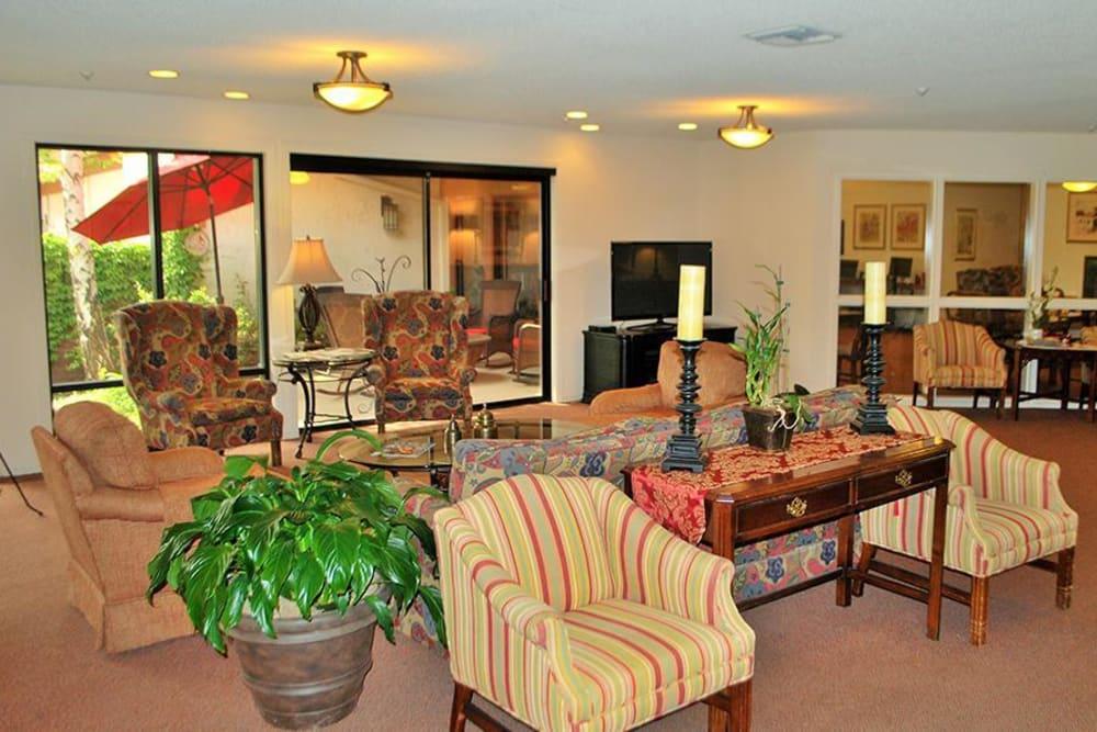 Area to relax at Roseville Commons Senior Living in Roseville, California