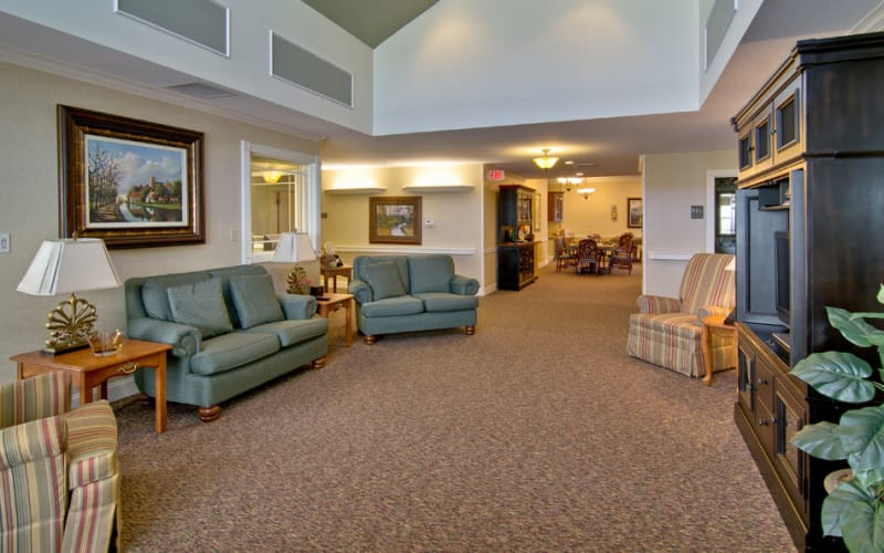 The lounge area at The Neighborhoods at Quail Creek in Springfield, Missouri
