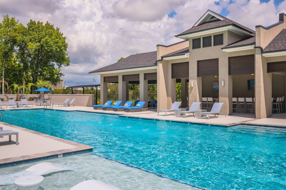Park Rowe Village at Perkins Rowe offers a beautiful swimming pool in Baton Rouge, Louisiana