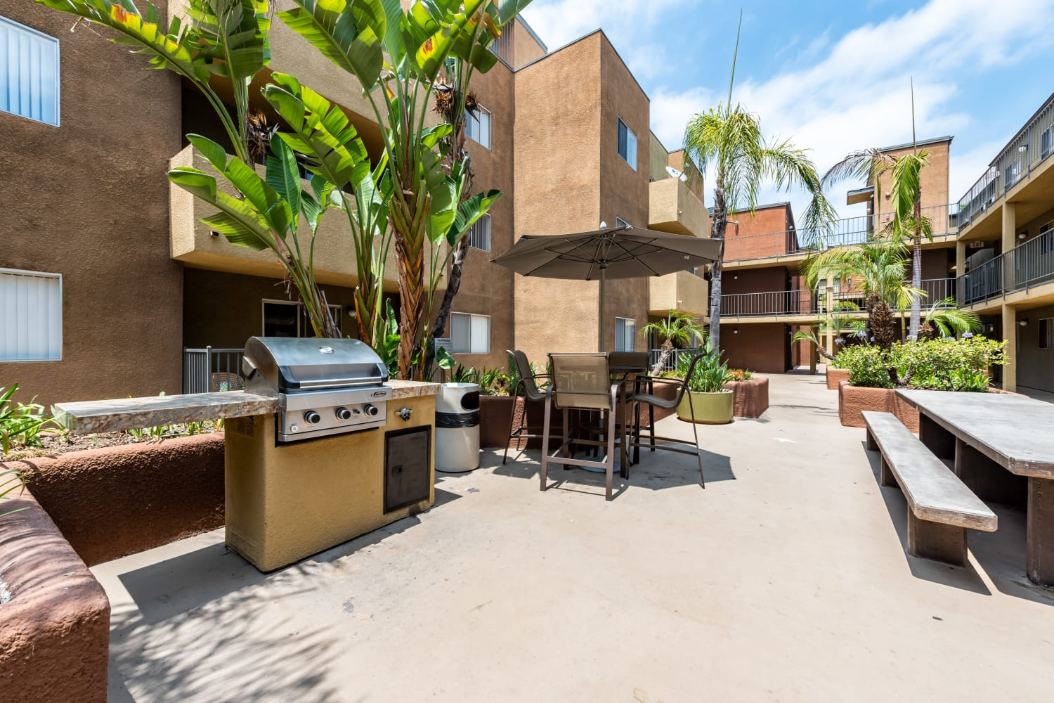 Outdoor community space and BBQ Area at Apartments in Glendale, California