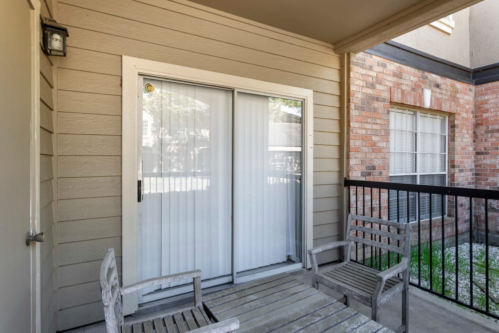 Private patio with table and chairs at Regency at First Colony in Sugar Land, Texas