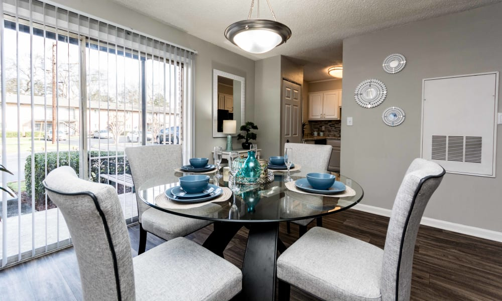 Dining table at Lexington Park Apartments in Smyrna, Georgia