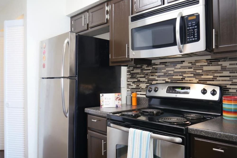 Well-equipped kitchen at The Park at Ashford in Arlington, Texas