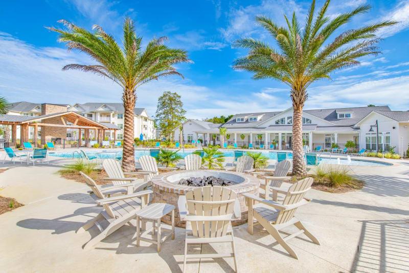 Large pool and lounge area at The Mason in Ladson, South Carolina