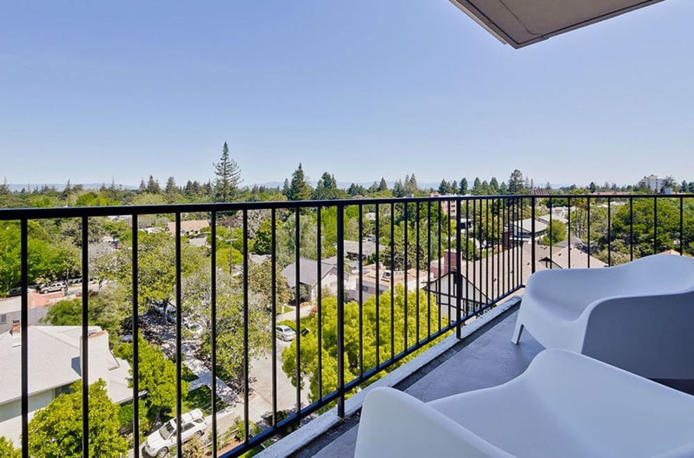 Beautiful apartments with a private balcony in Palo Alto, CA