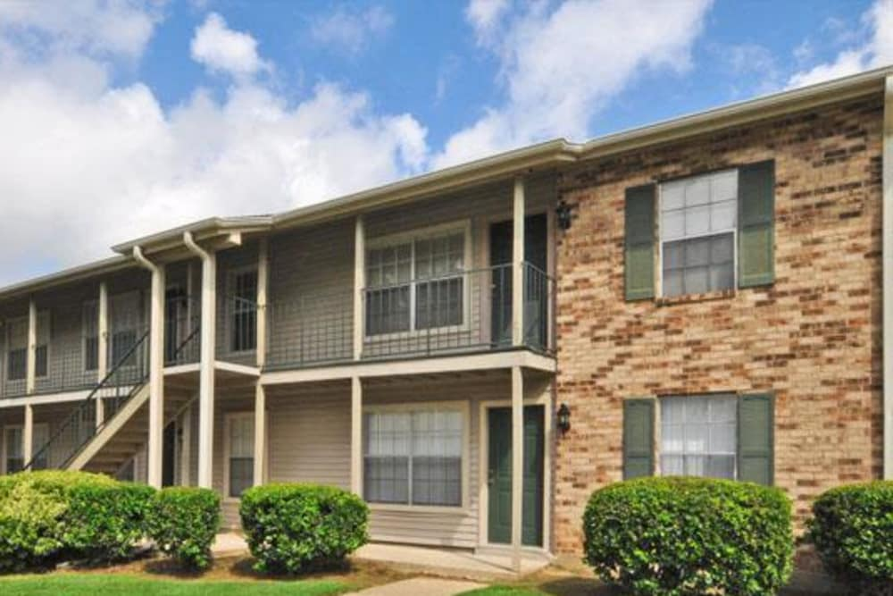 Front view of apartments at French Colony Apartments in Lafayette, Louisiana