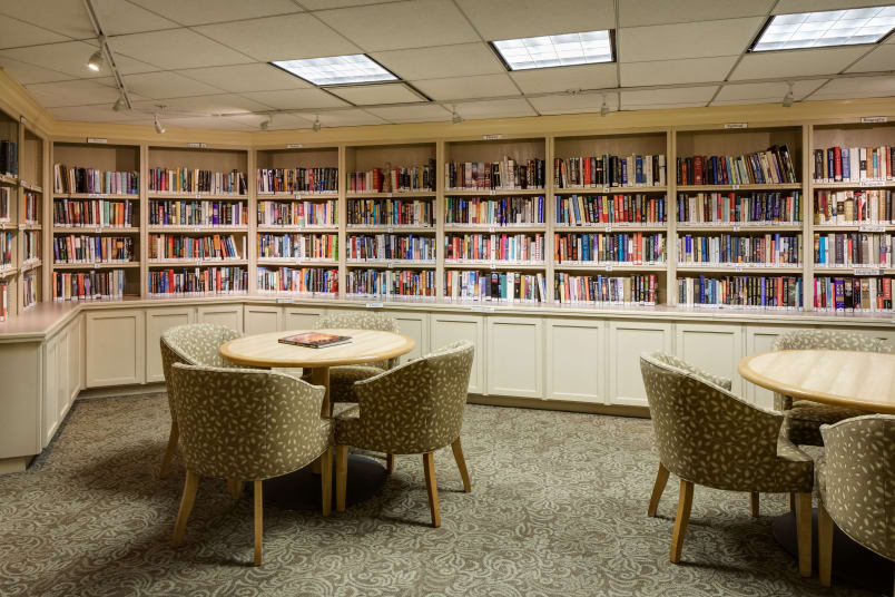 Library and common area at The Reserve at Thousand Oaks in Thousand Oaks, California