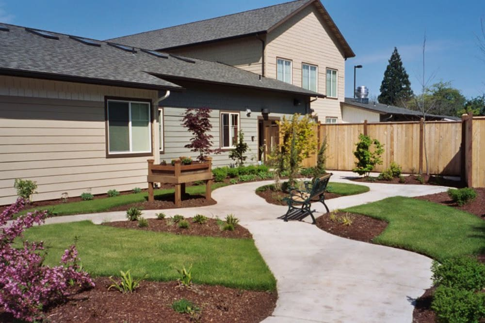 Courtyard at Bayberry Commons in Springfield, OR